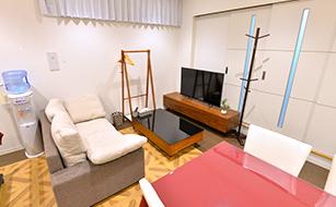 松戸市の葬儀場、ゆったりとした居間の写真