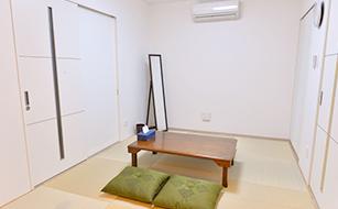松戸市の葬儀場、くつろげる和室の写真