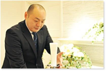 葬儀のプロフェッショナルである葬祭アドバイザーの仕事の様子
